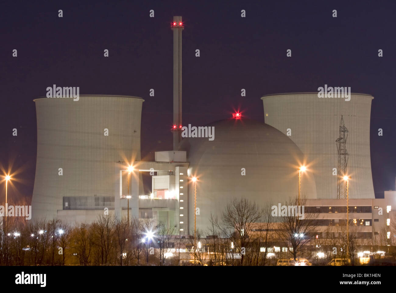 Nuclear power station at night - Stock Image