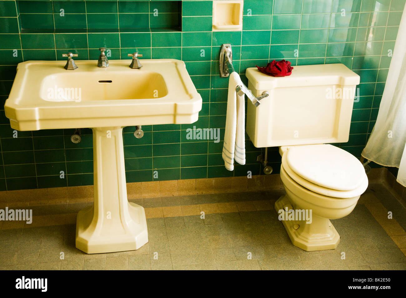 Art Nouveau Tile Designs Bathroom Html on