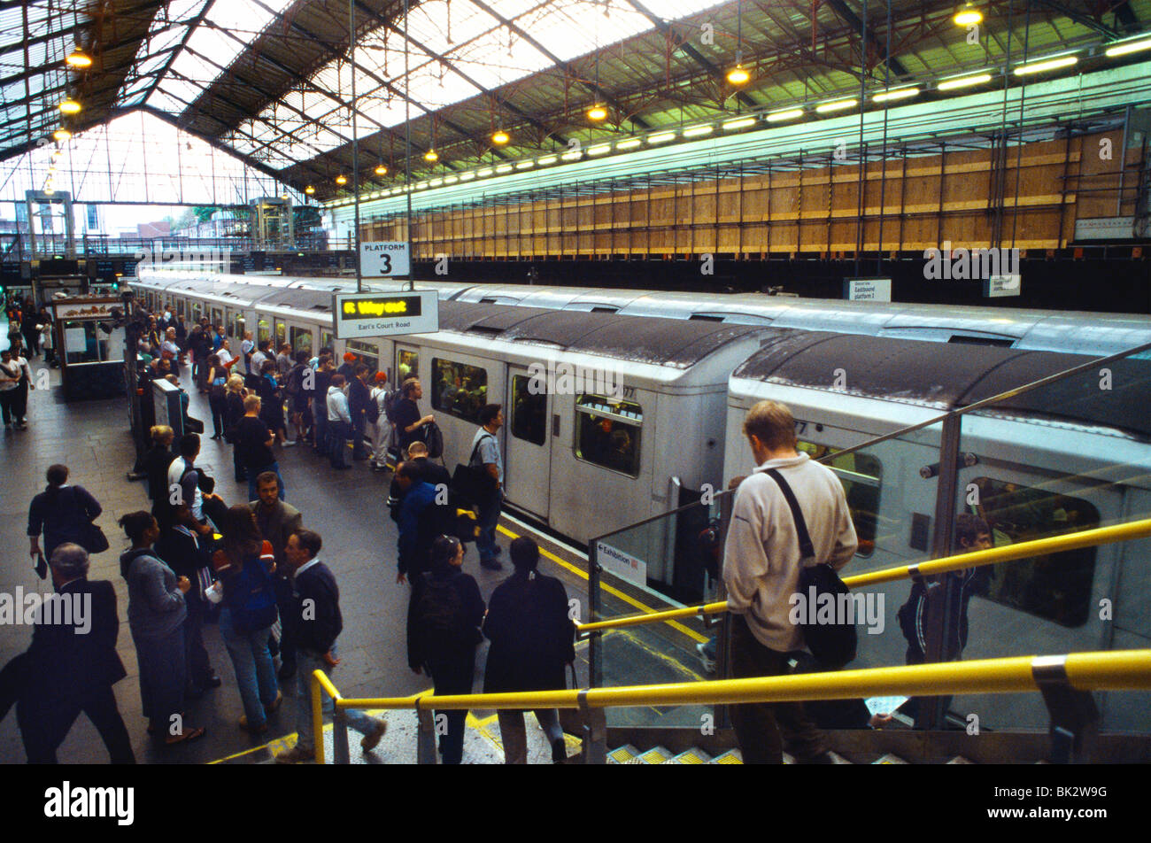 Earls Court Tube Station London Train With Doors Closed & Passengers Waiting Stock Photo