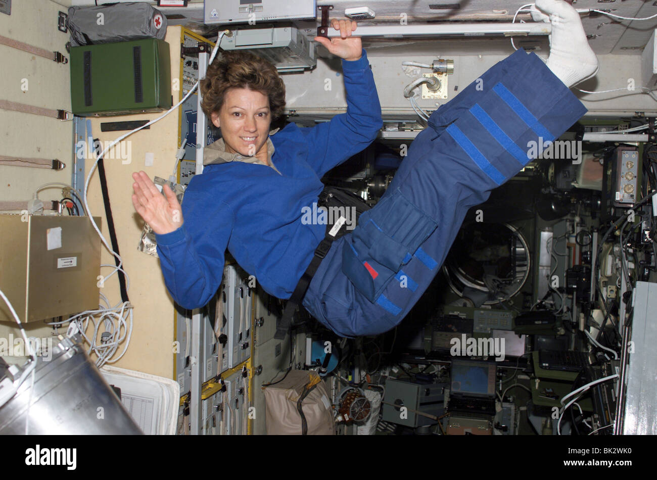 astronauts in space weightless - photo #8