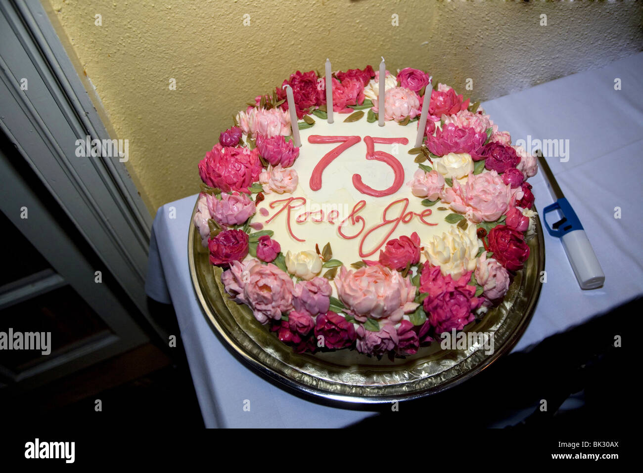 75th wedding anniversary cake. - Stock Image