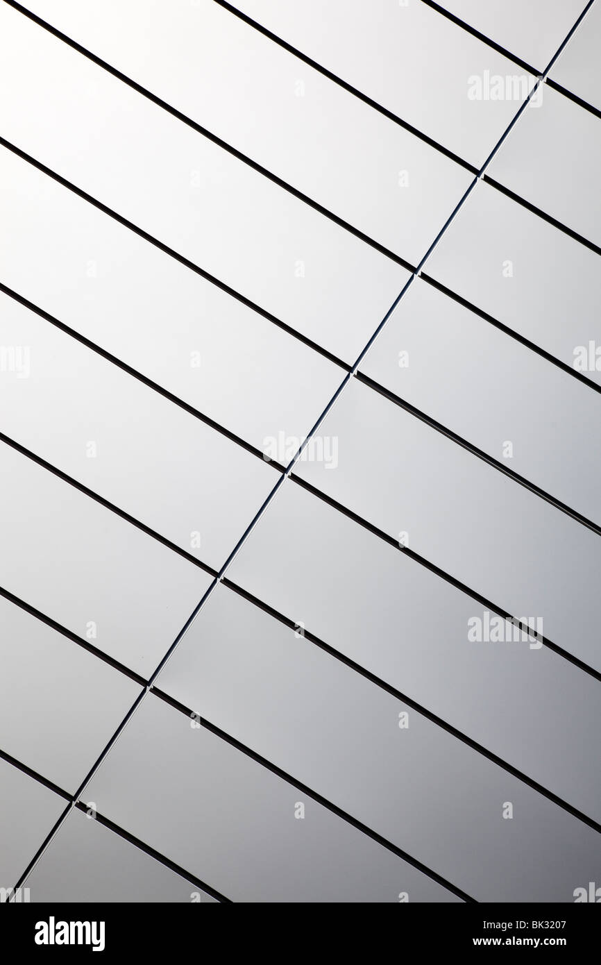 Wall made of polished stainless steel plates - Stock Image