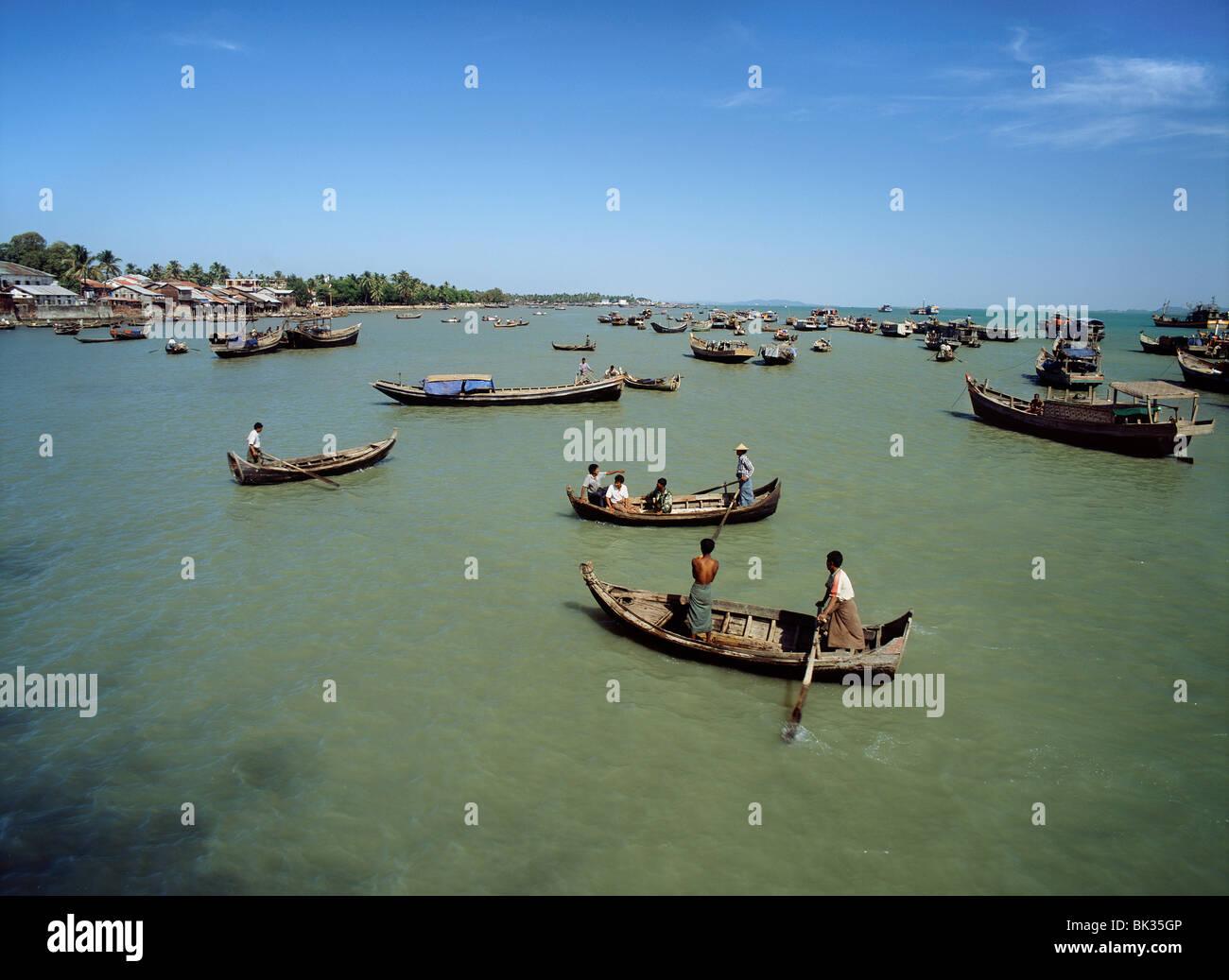 The harbour at the mouth of Kaladan River, Sittwe, capital of Arakan State, Myanmar (Burma), Asia - Stock Image