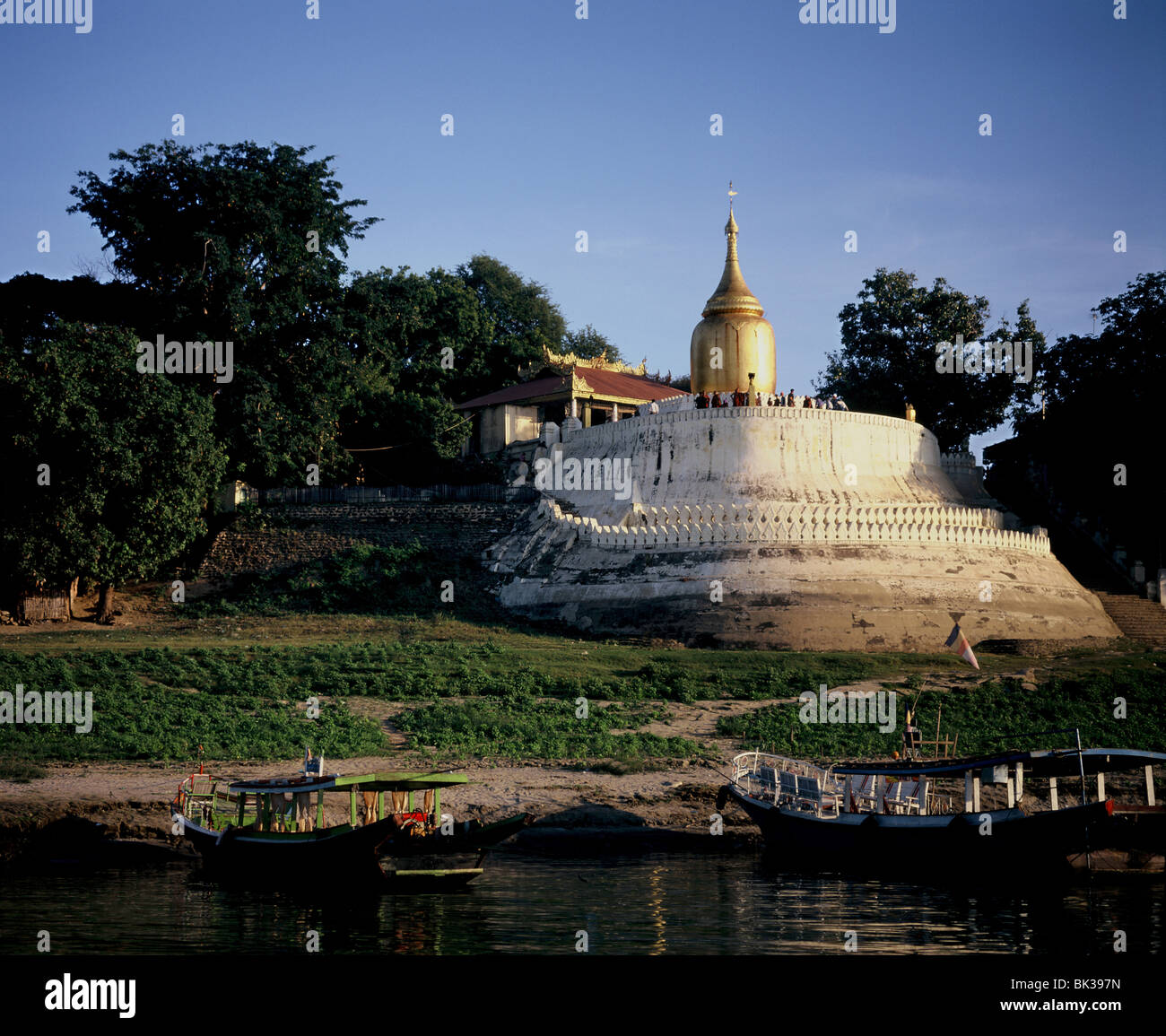 Bupaya pagoda on the banks of the Irrawaddy River, Bagan (Pagan), Myanmar (Burma), Asia - Stock Image
