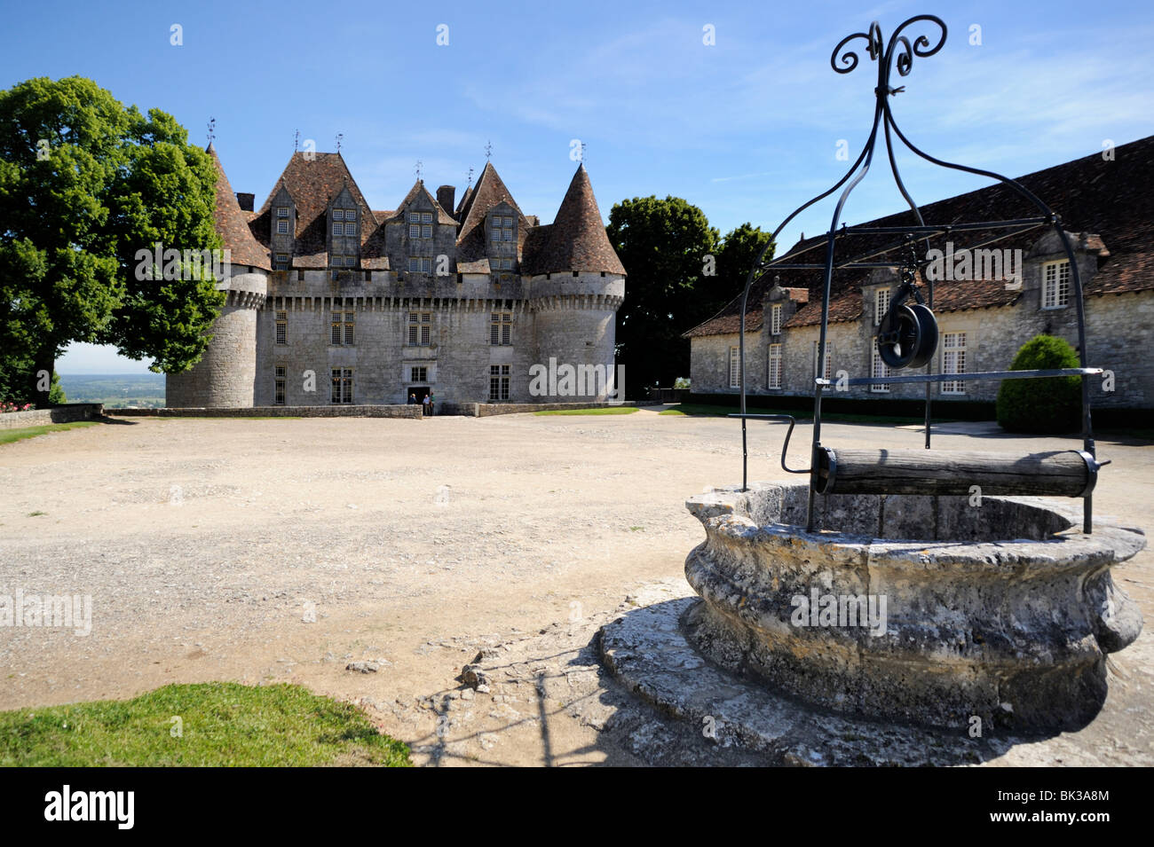 Old well at Chateau de Monbazillac, Monbazillac, Dordogne, France, Europe - Stock Image