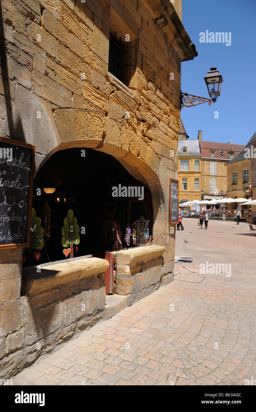 Medieval merchants house in the old town, Sarlat, Sarlat le Caneda, Dordogne, France, Europe - Stock Image