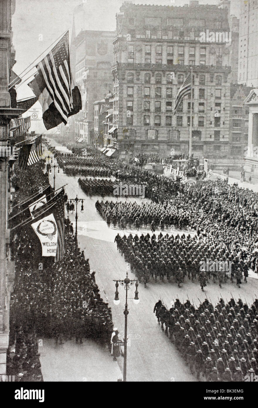 American troops marching down Fifth Avenue in New York on their return from Europe after the First World War. - Stock Image