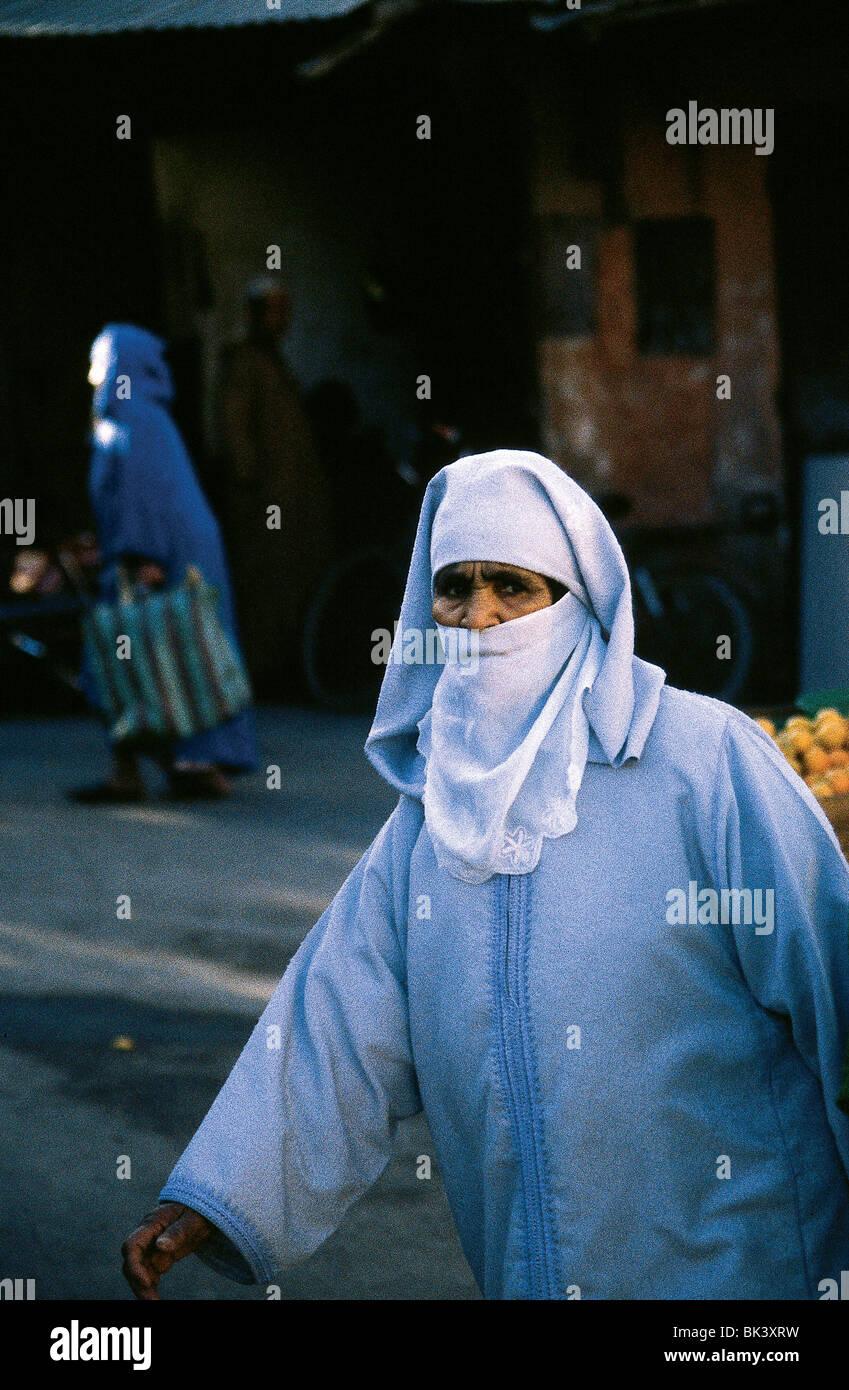 Muslim woman wearing a veil in Meknes, Morocco - Stock Image