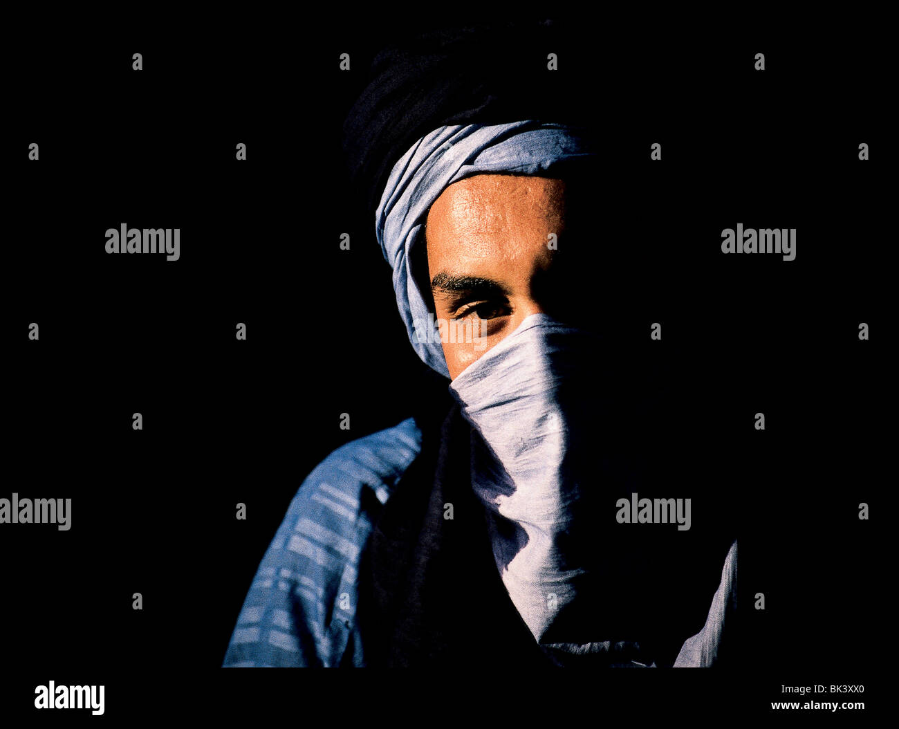 Adult male wearing a turban which forms part of his protective face mask, Ouarzazate, Morocco - Stock Image