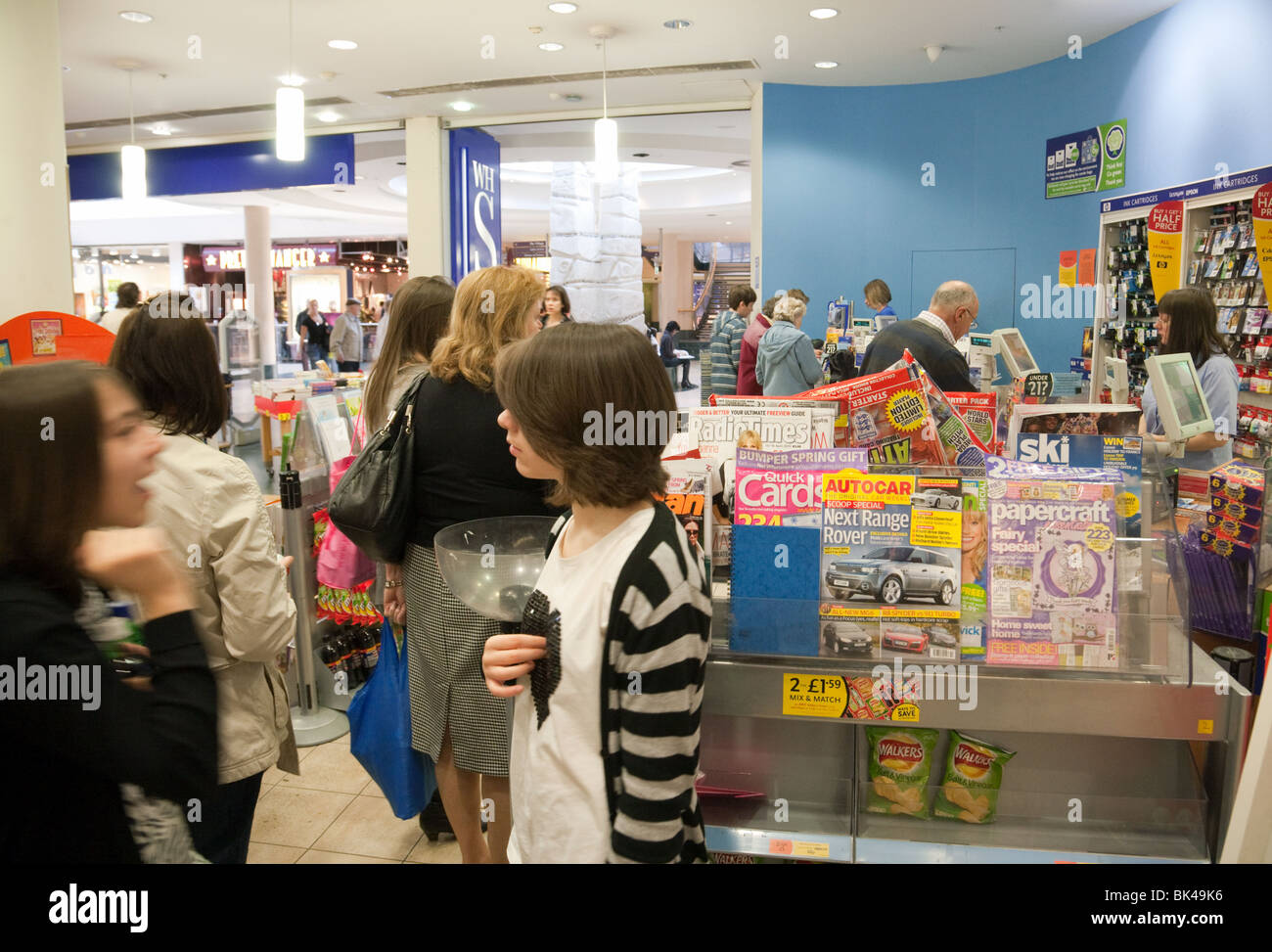 Shoppers queuing at the checkout, WH Smiths, Bluewater Shopping mall, Dartford Kent, UK - Stock Image