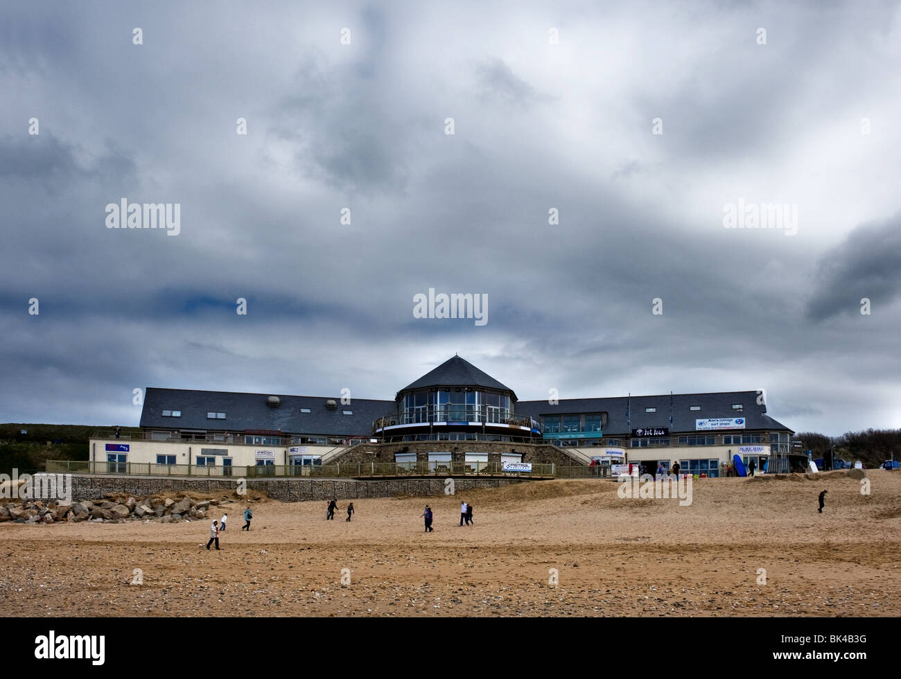 Fistral Blu cafe on Fistral Beach in Newquay in Cornwall.  Photo by Gordon Scammell - Stock Image