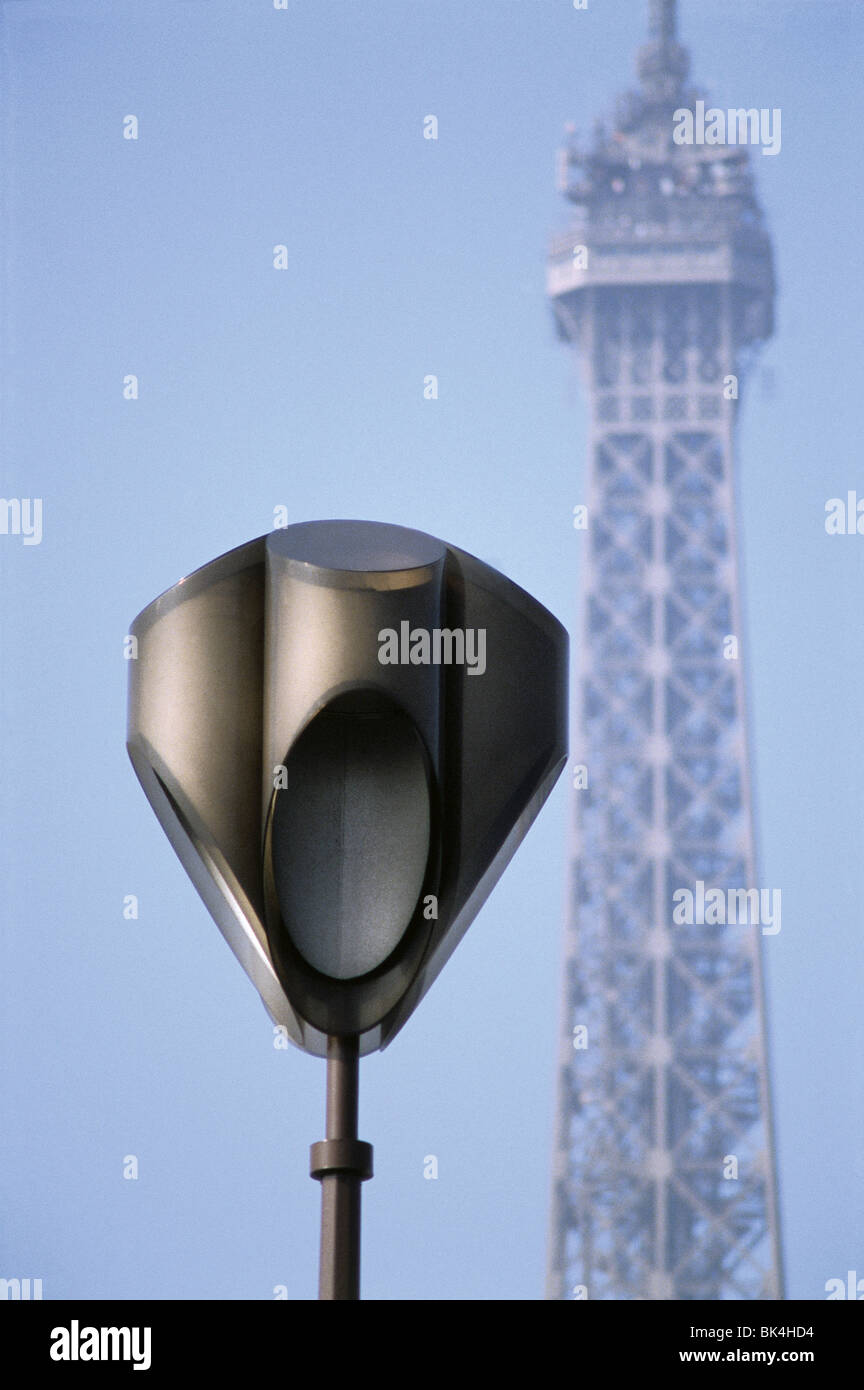 Streetlight and Eiffel Tower, Paris - Stock Image