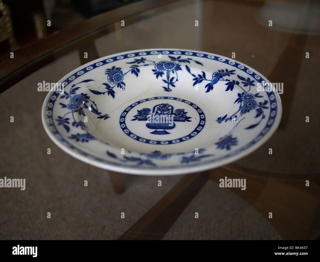 Antique Minton Delft plate. & Antique Minton Delft plate Stock Photo: 28991543 - Alamy
