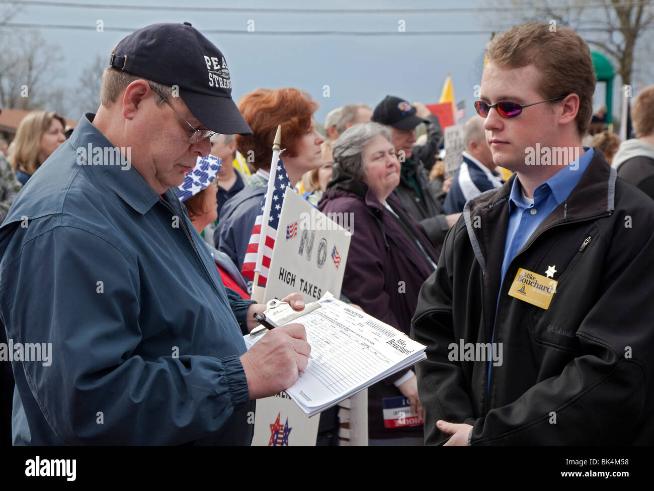 Man Signs Nominating Petition for Gubernatorial Candidate at Tea Party Rally - Stock Image