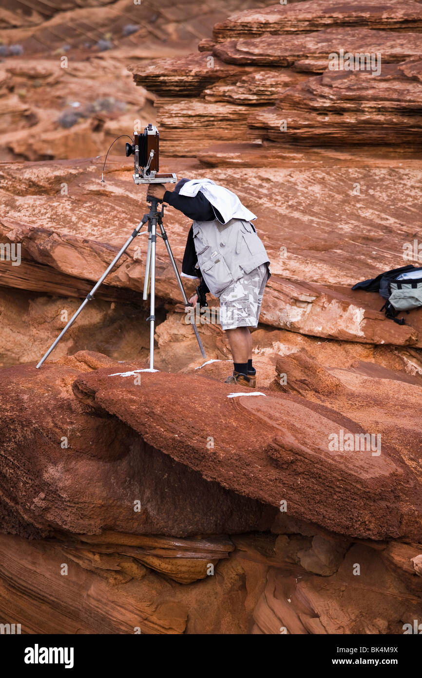 Large format photographer at Horseshoe Bend, and Colorado River, near Page, Arizona. - Stock Image