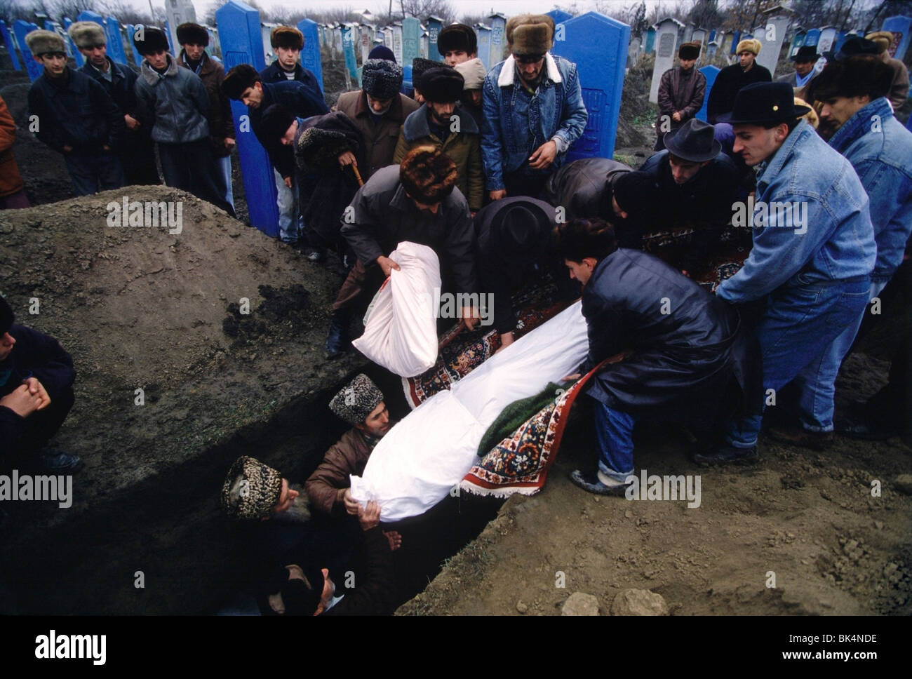 First Chechen War, Traditional Chechen burial in a graveyard West of Grozny in Chechnya. - Stock Image