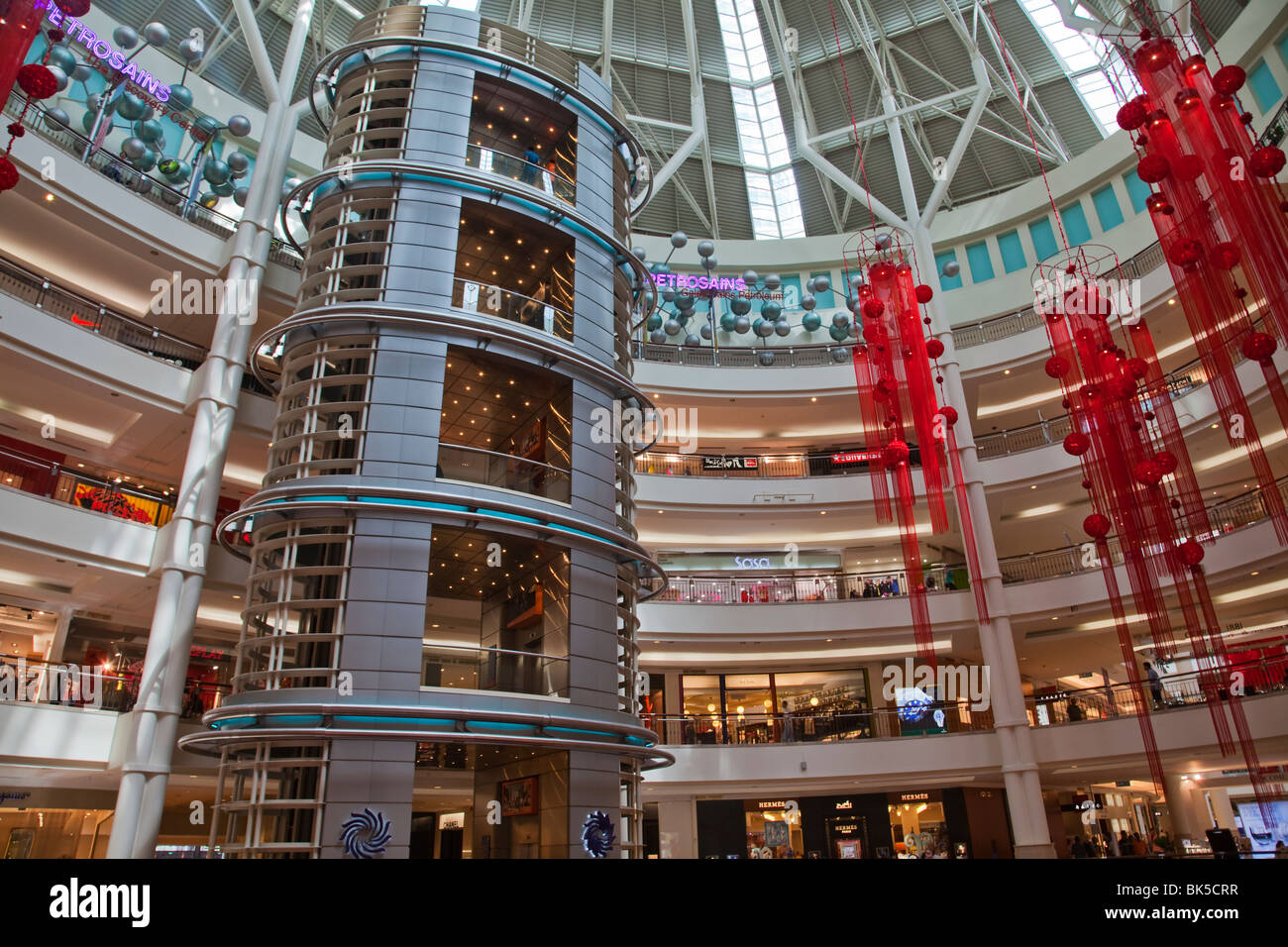 Petronas Twin Towers KLCC shopping mall interior - Stock Image