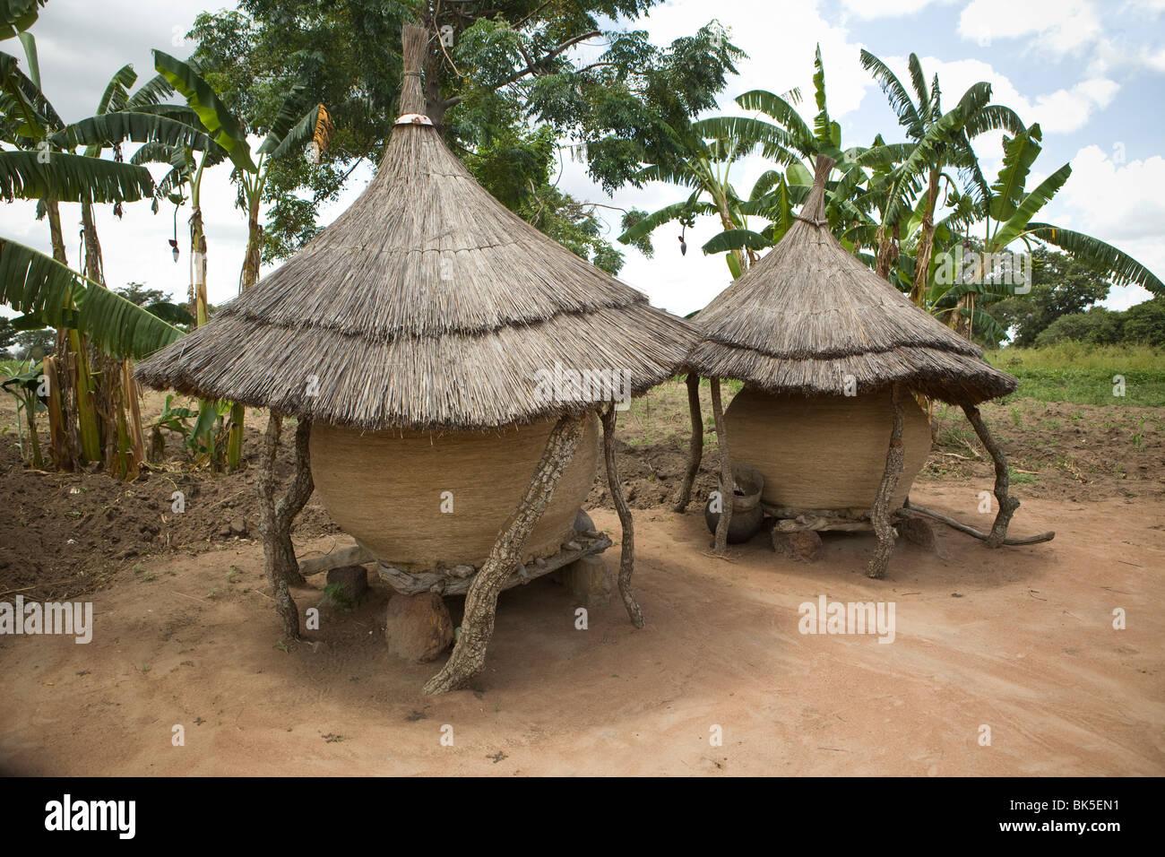 Grain storage baskets - Amuria District, Teso Subregion, Uganda, East Africa. - Stock Image
