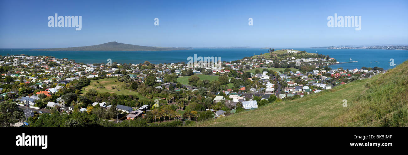 Wide panorama of Auckland and the Hauraki Gulf - Stock Image