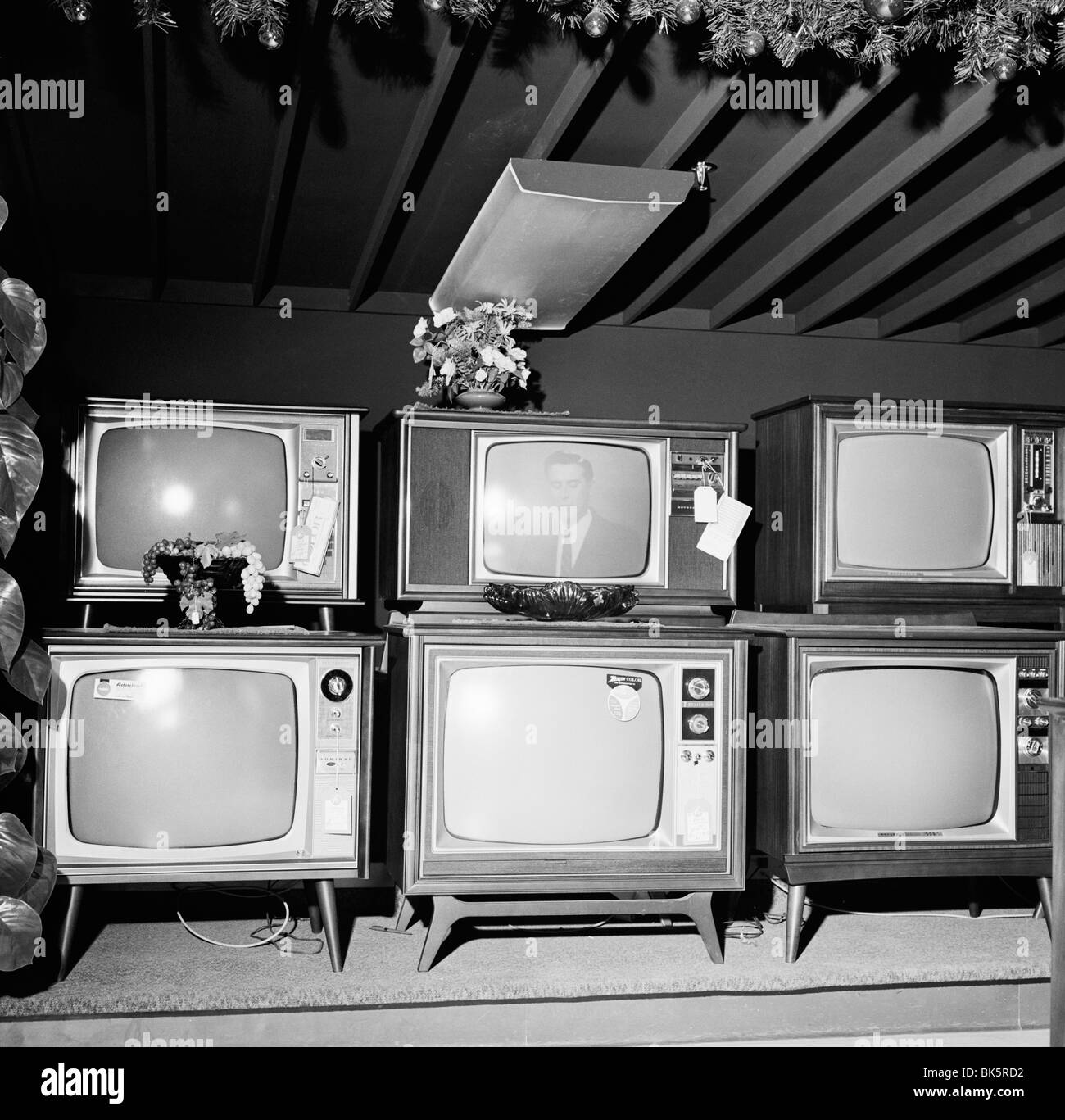 Old Tv Black And White Stock Photos Images Alamy