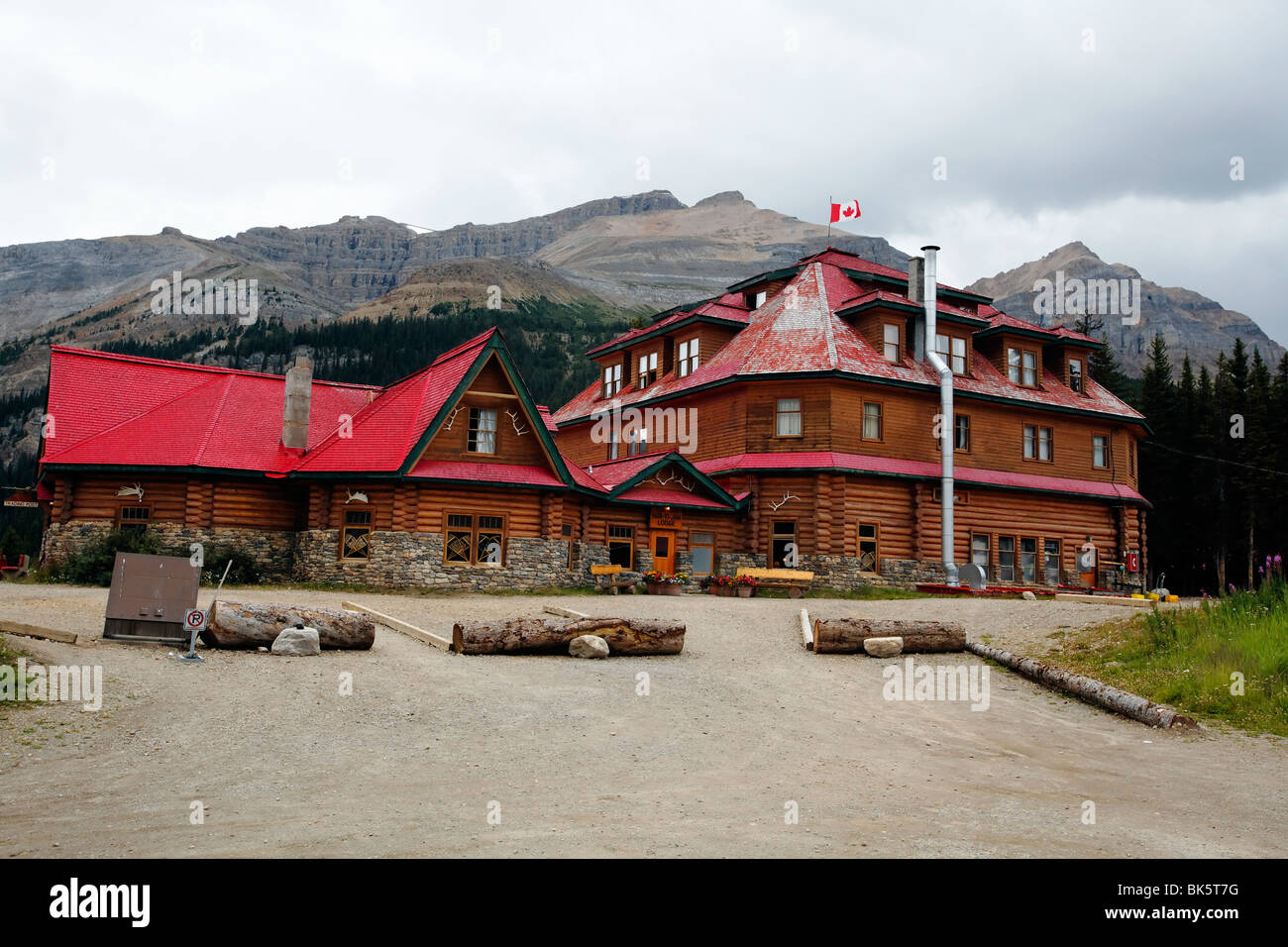 Low Angle View of a Timber Lodge, Num-Ti-Jah, Lodge, Alberta, Canada - Stock Image