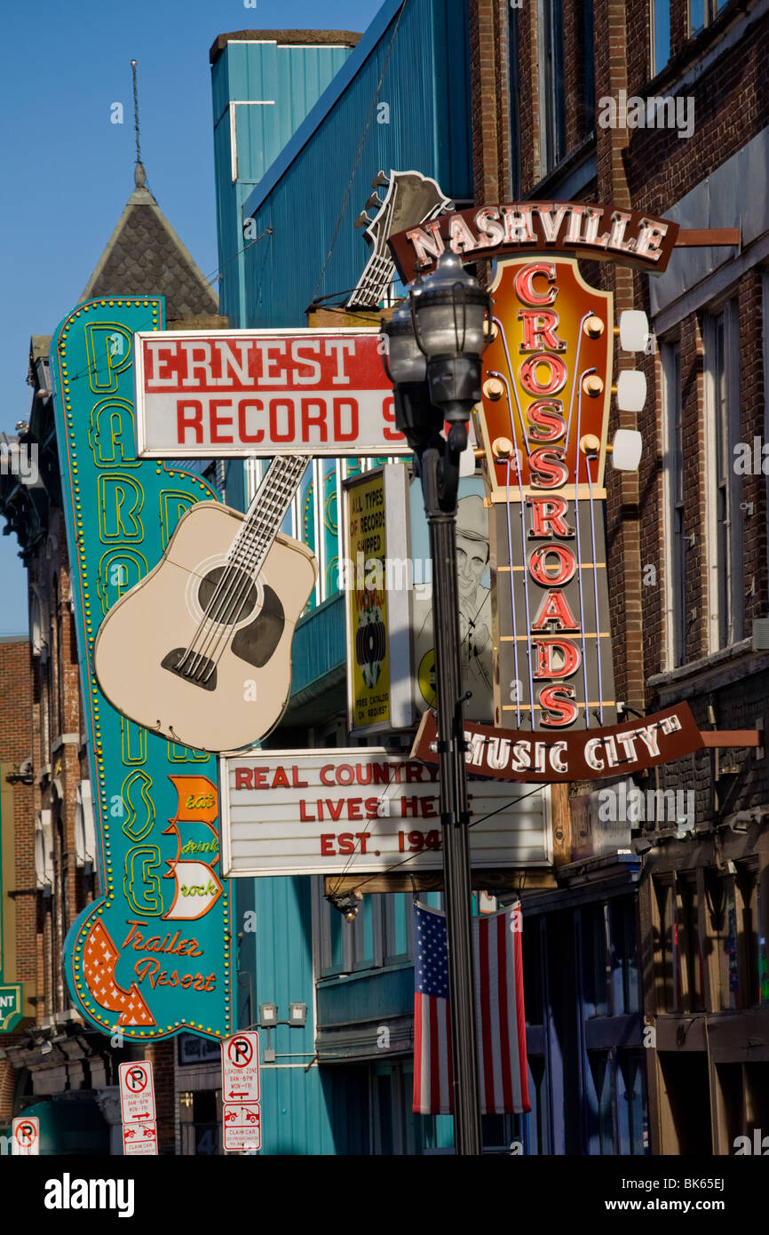 Lower Broadway, Nashville Tennessee, packed with live music clubs - Stock Image