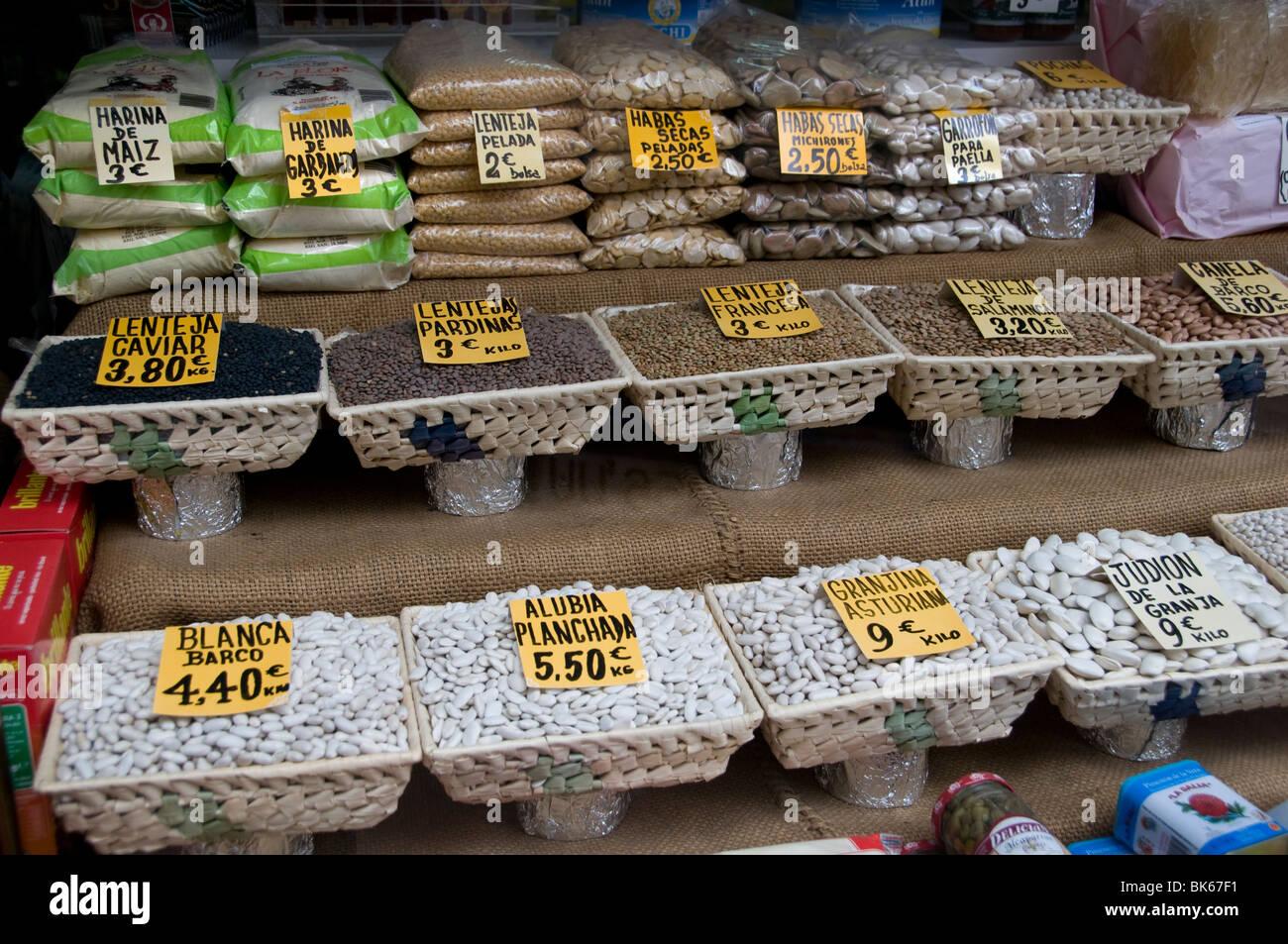 Spain dry bean beans vegetables Grocer  Madrid - Stock Image