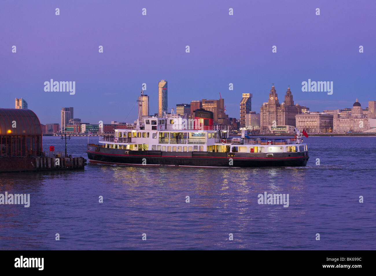 Ferry arriving at Woodside Ferry Terminal, Waterfront, Liverpool, Merseyside, England - Stock Image