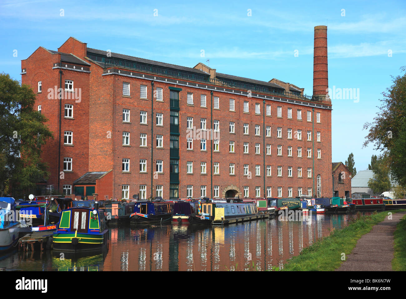 Hovis Mill on the Macclesfield Canal at Macclesfield, an old flour mill now converted to apartments - Stock Image