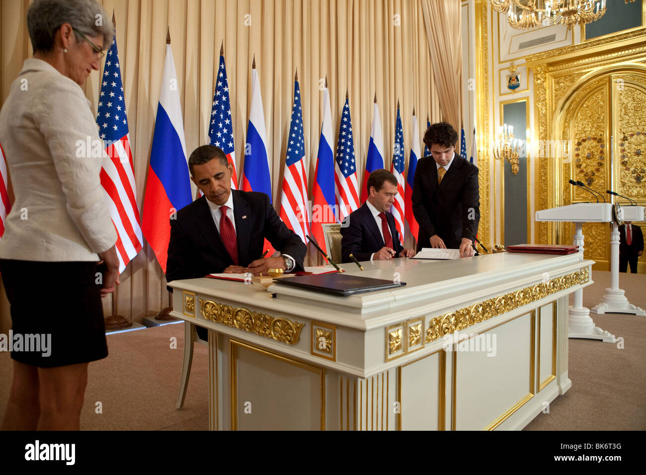 President Barack Obama and Russian President Dmitry Medvedev sign a preliminary agreement to reduce nuclear arsenals. - Stock Image