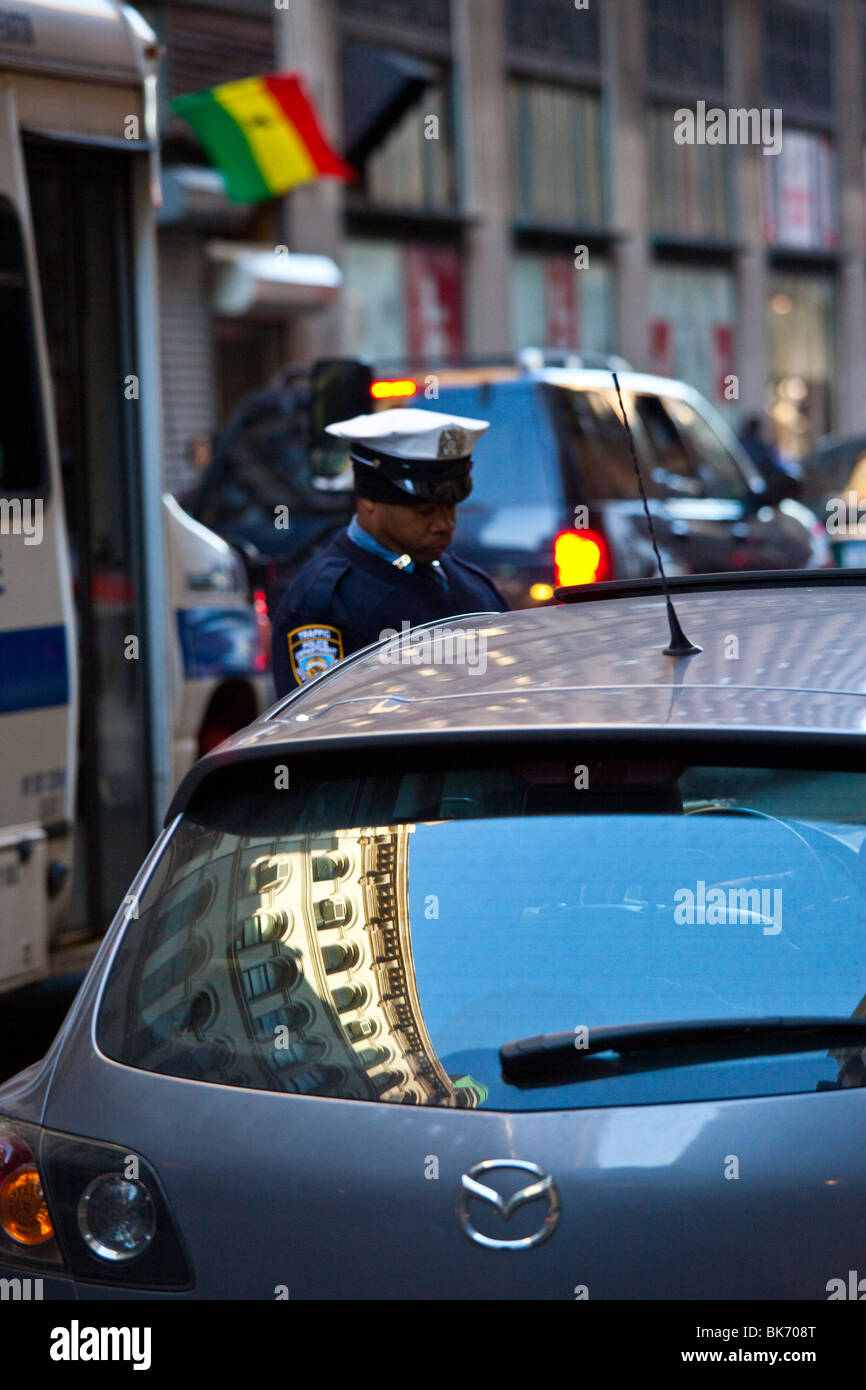 Traffic Policeman writing a parking ticket in Tribeca, Manhattan, New York - Stock Image