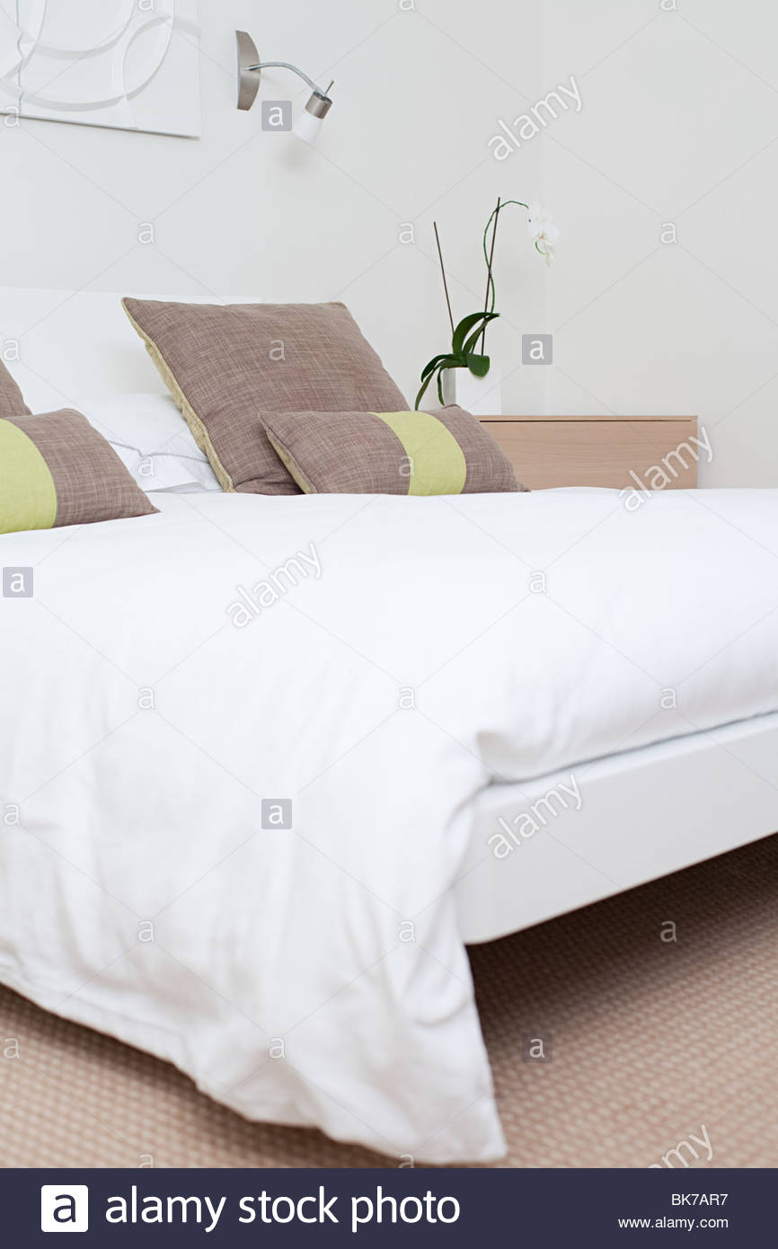 Double bed in bedroom - Stock Image