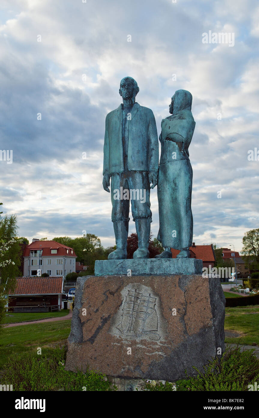 The Emigrant Monument in Karlshamn symbolizing Karl-Oscar and Kristina from Villhelm Mobergs epic story The Emigrants - Stock Image