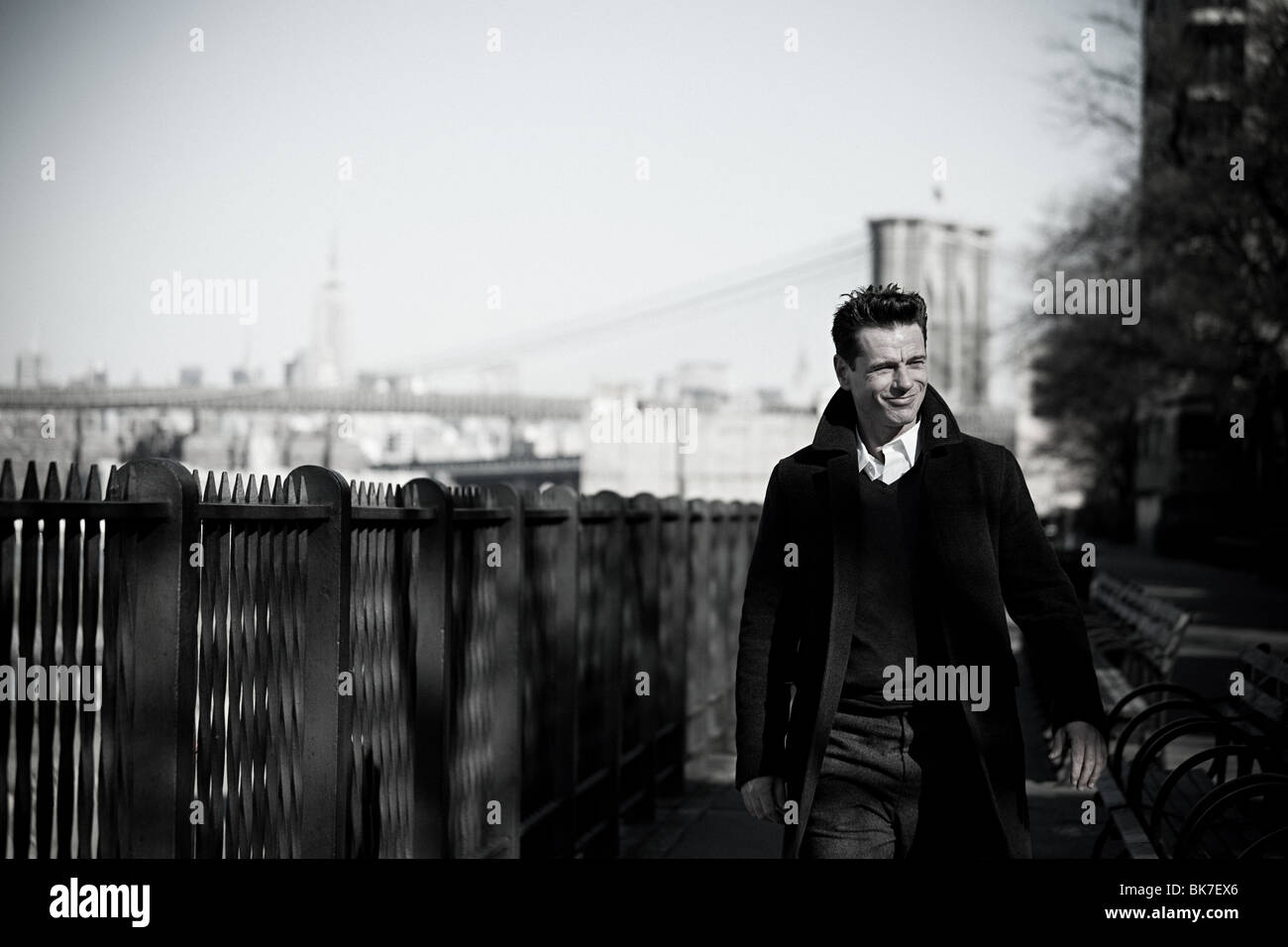 Man walking on brooklyn heights promenade - Stock Image