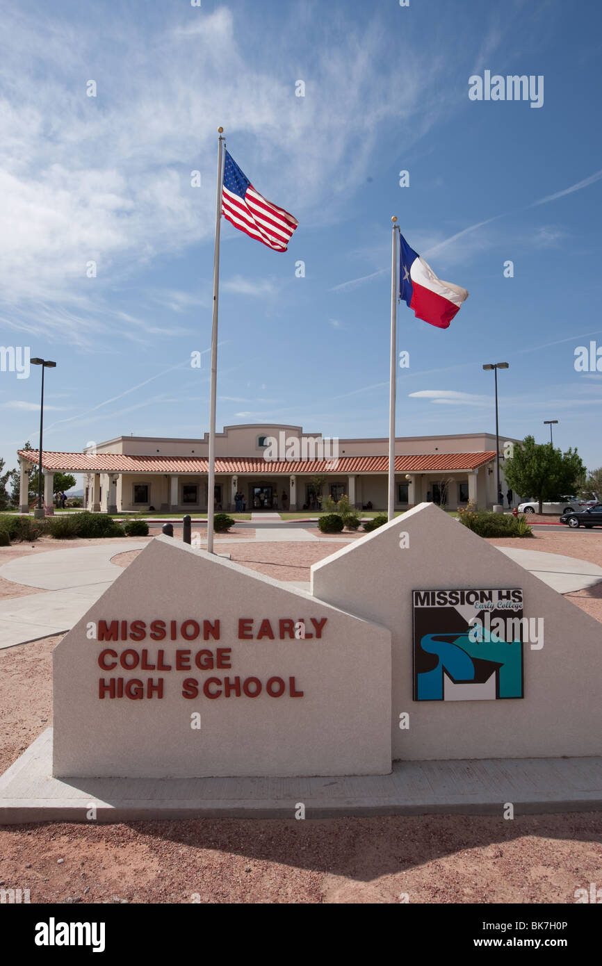 Exterior of Mission Early College High School in El Paso, Texas - Stock Image