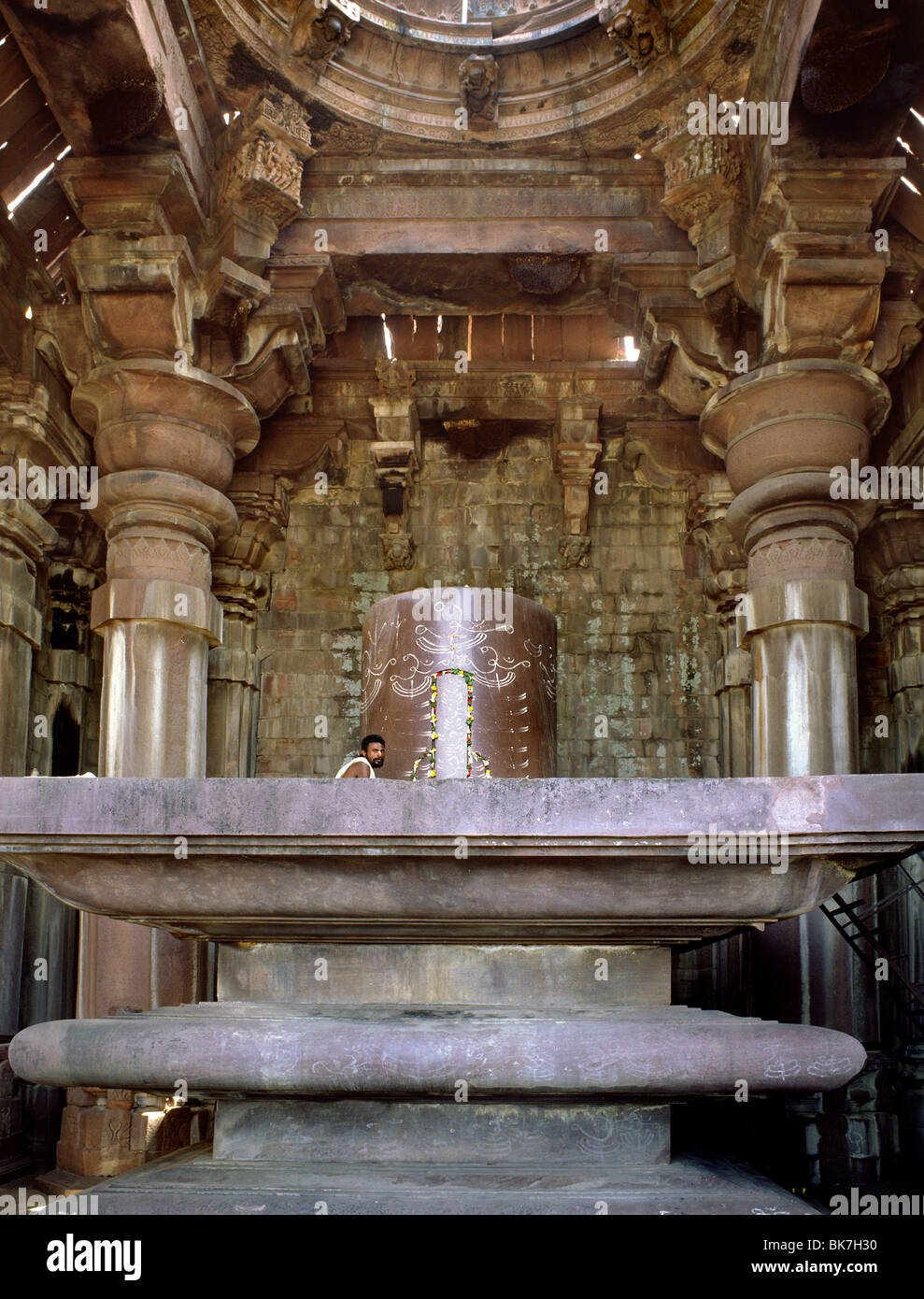Giant Shivalingam in the Shiva temple, dating from the 11th century Paramara dynasty, Bhojpur, Bihar, India, Asia - Stock Image