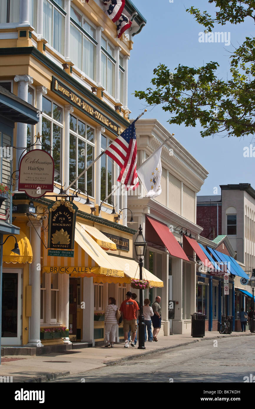 Smart shops and cobbled roadway of popular Thames Street in historic Newport Rhode Island, USA - Stock Image