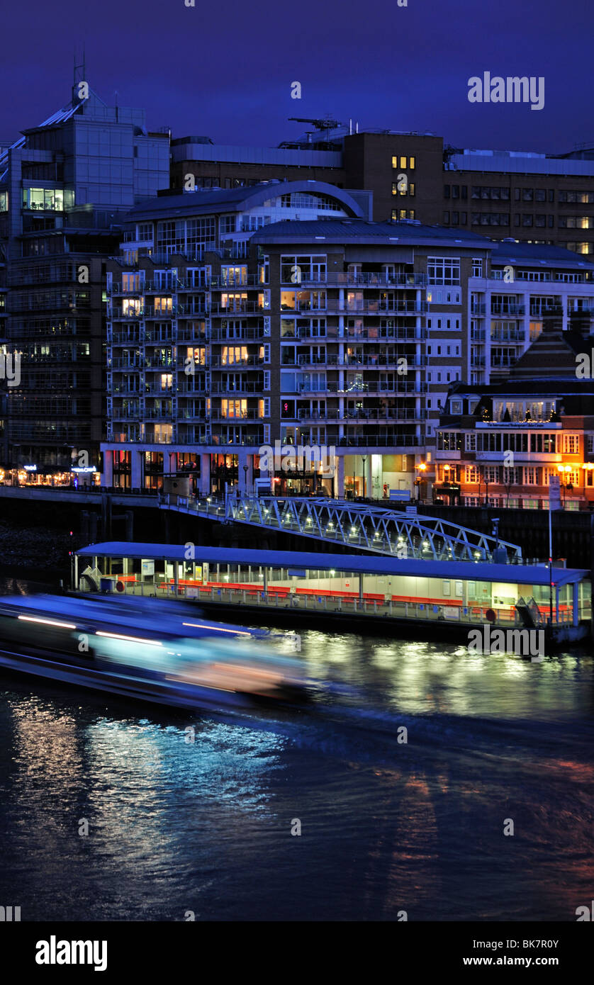 Night view Bankside Pier with Thames Clippe0rs blur, Bankside Jetty, London, United Kingdom - Stock Image