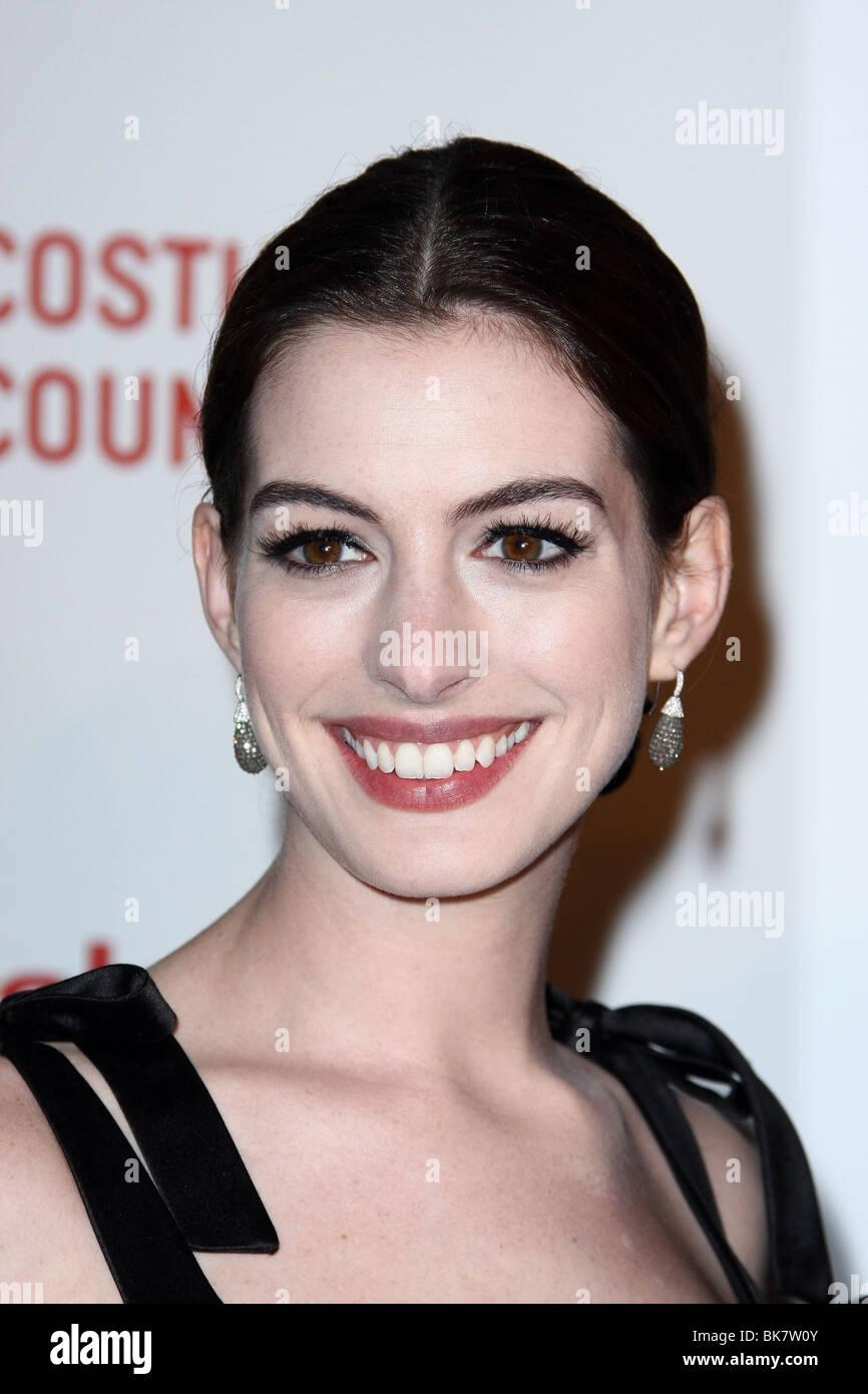 Anne Hathaway Valentino Stock Photos & Anne Hathaway Valentino Stock ...