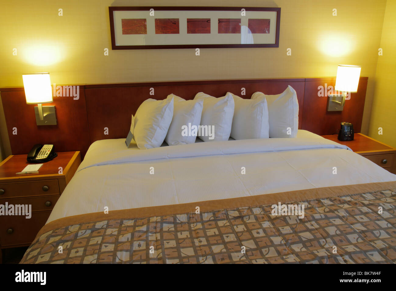 Washington DC 10th Street NW Embassy Suites Hotel lodging guest room king size bed bedding nghtstand lamp pillow - Stock Image