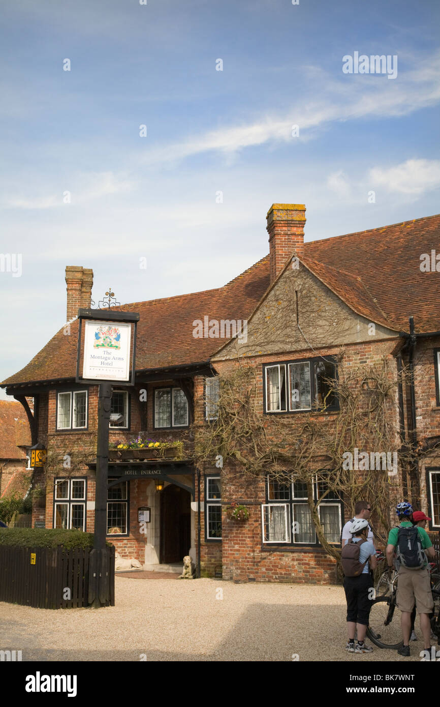Montagu Arms Hotel restaurant in Beaulieu village in the New Forest - Stock Image