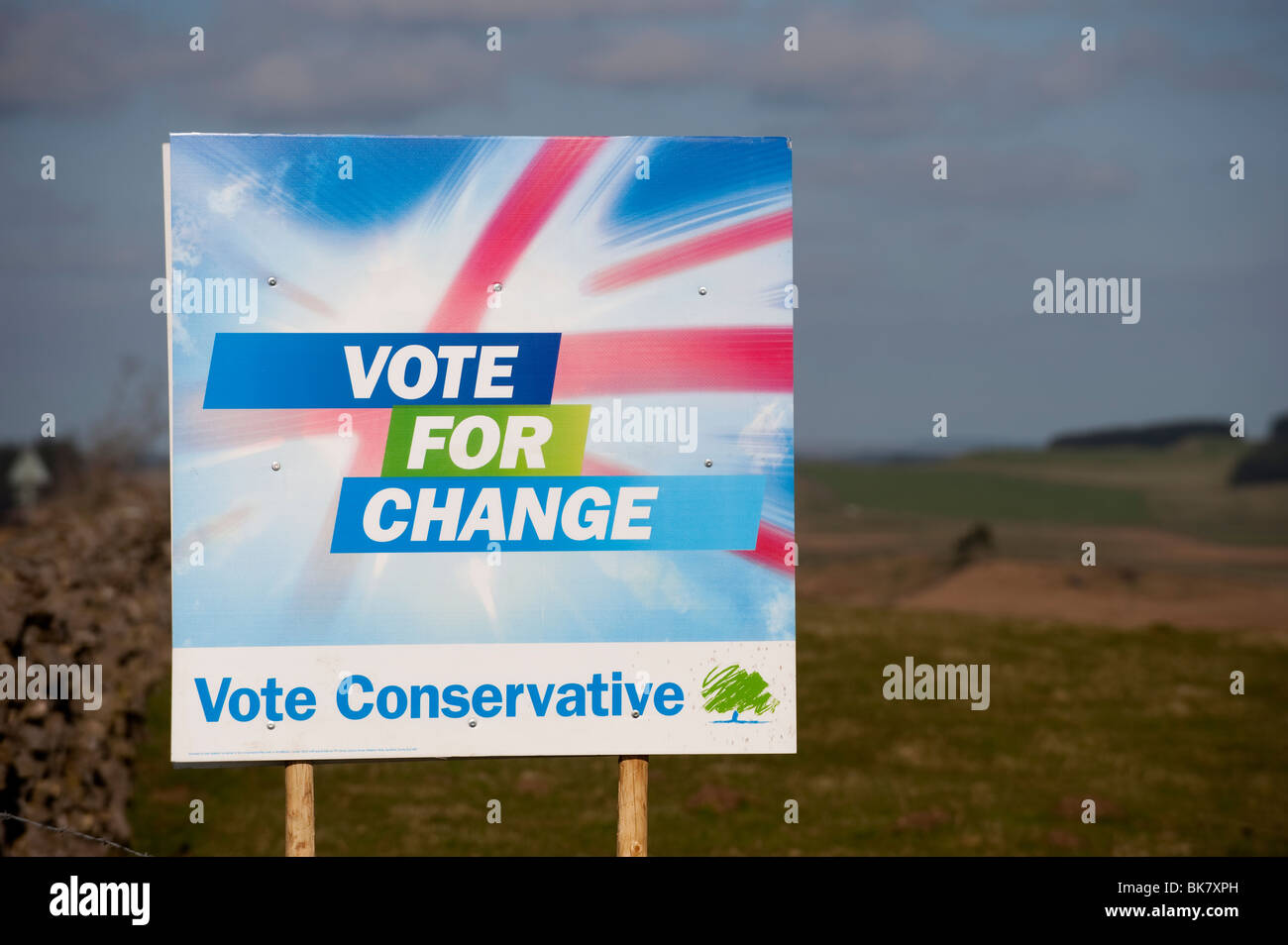 Vote Conservative sign in countryside, Election 2010 - Stock Image