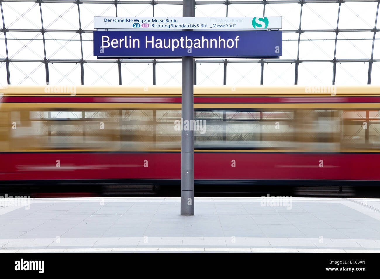 Europe, Germany, Berlin, new modern main railway station - train pulling into the platform - Stock Image