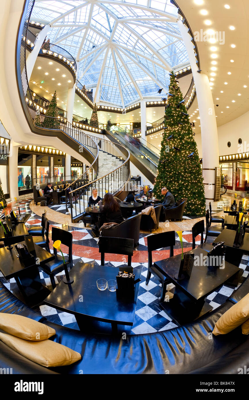 Europe, Germany, Berlin, Luxury shopping centre - Quartier 206 on Friedrichstrasse - spiral staircase and decorative - Stock Image