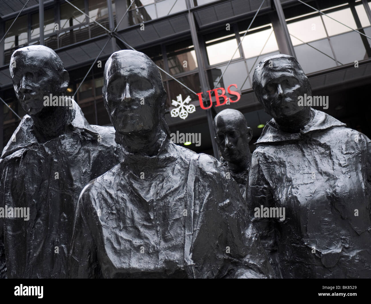 UBS headquarters, Broadgate, London, with statue in foreground, George Segal Rush Hour sculpture - Stock Image