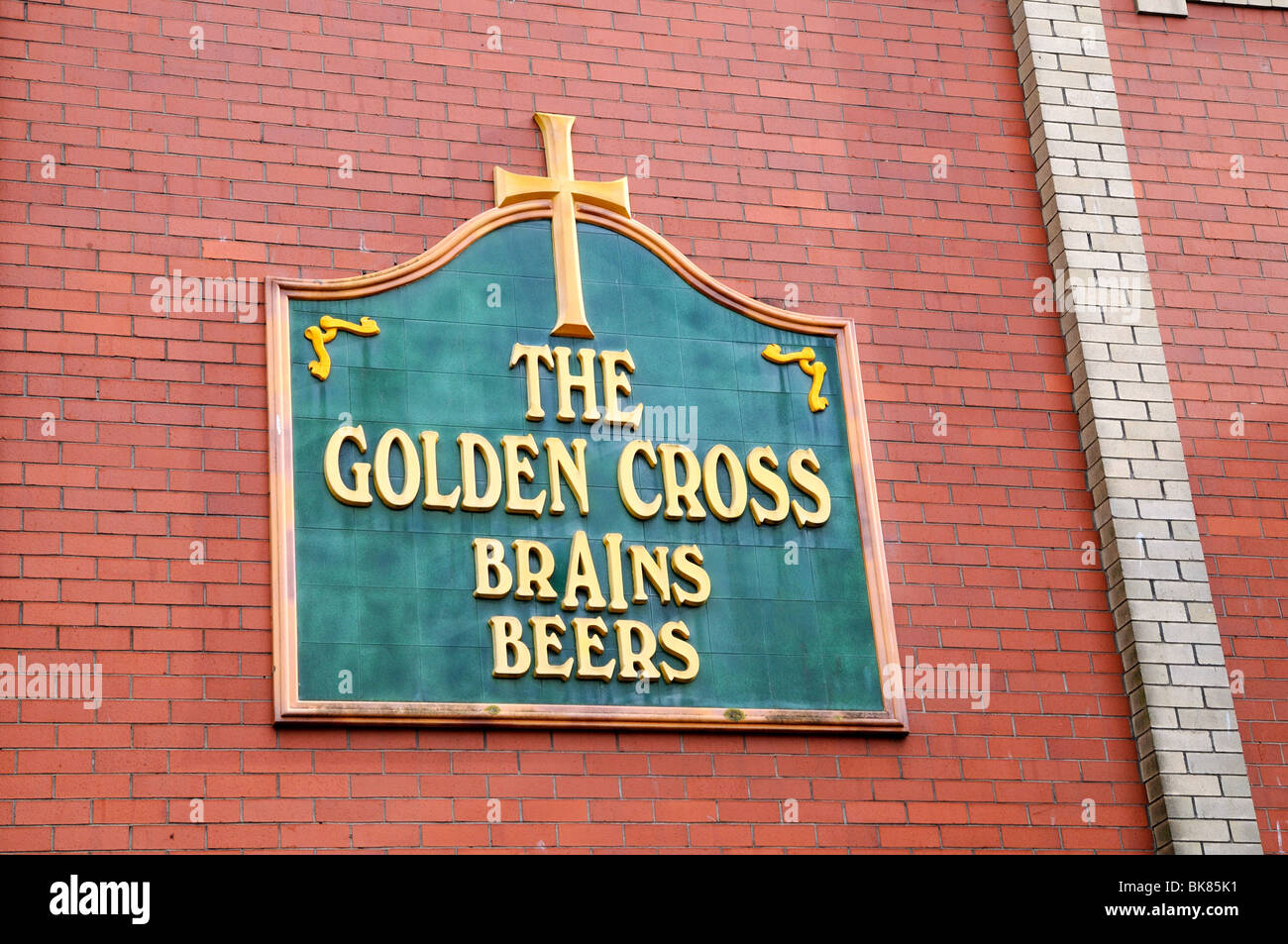Old pub logo for Brains beer on the Golden Cross pub Cardiff - Stock Image