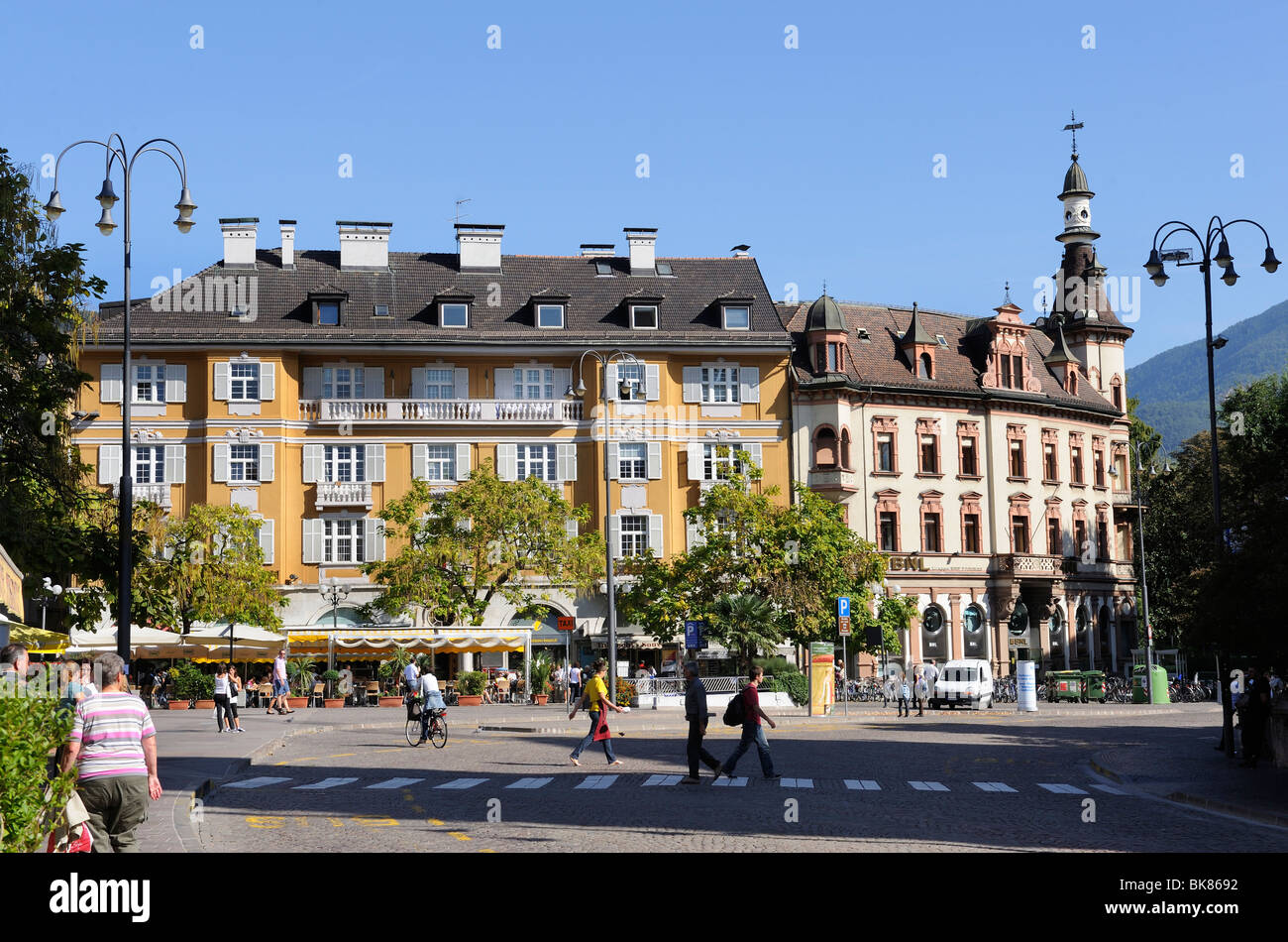 Houses on the Piazza Walther square, Bolzano, South Tyrol, Tyrol, Italy, Europe - Stock Image