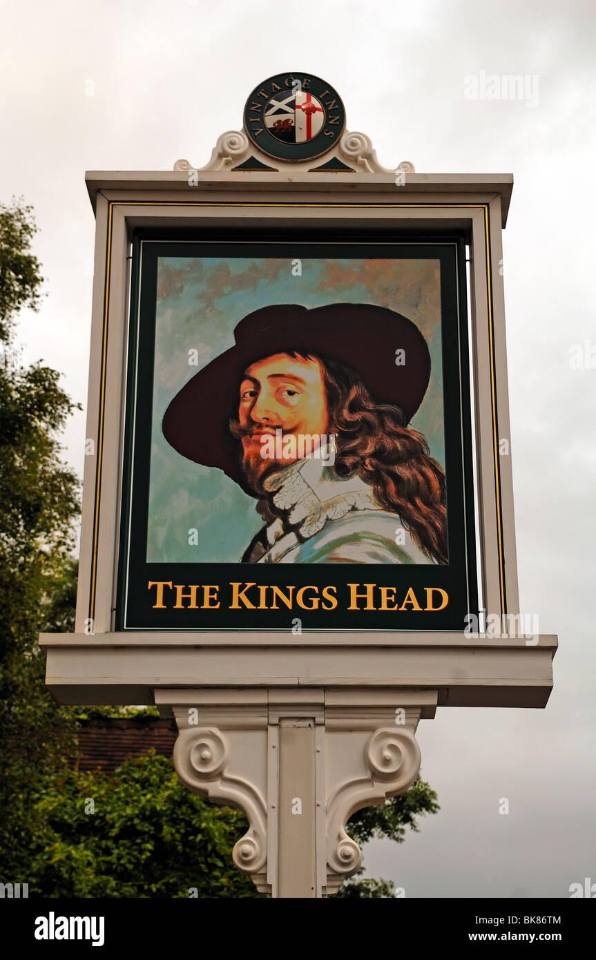 "Pub sign ""The Kings Head"", Wellesbourne, Warwickshire, England, United Kingdom, Europe Stock Photo"