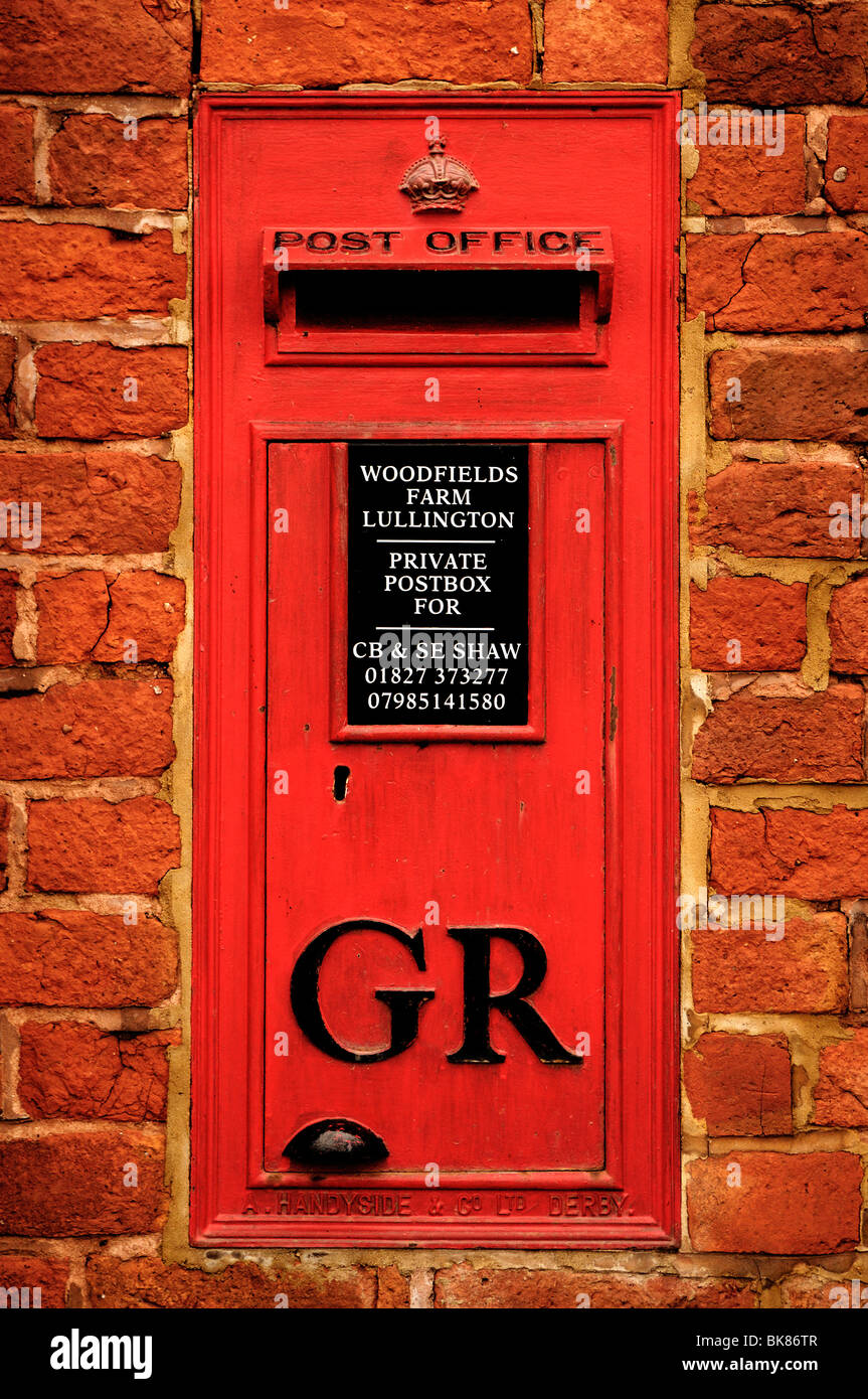 "Old English letter box, ""GR"" for King George, in a wall, Woodfiels Farm, Lullington, South Derbyshire, England, Stock Photo"
