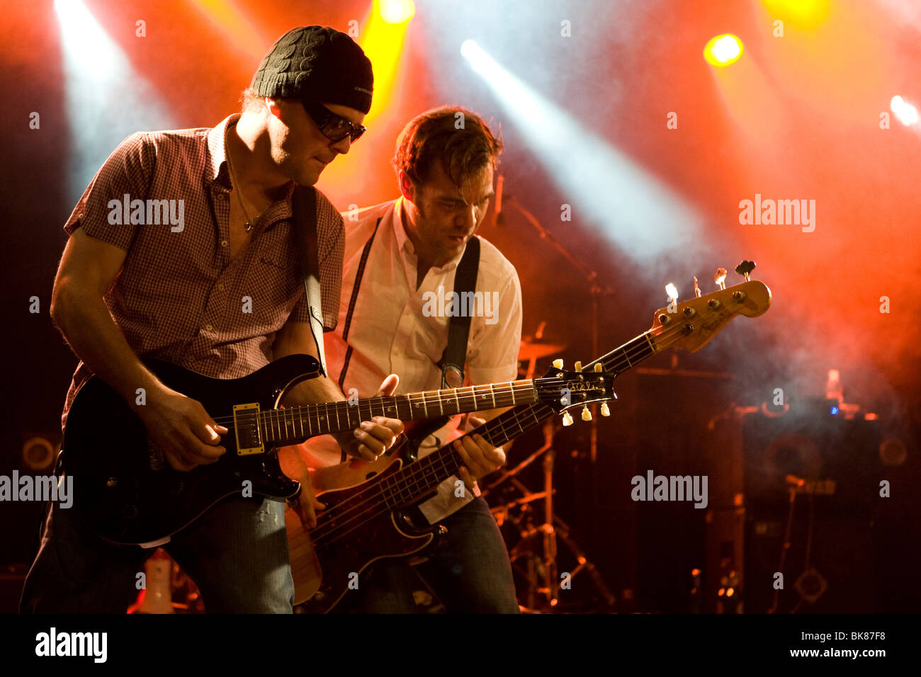 Guitarist Chris Muzik and bassist Géza Burghardt of the Swiss band, The Raveners, performing live in the Schueuer, - Stock Image